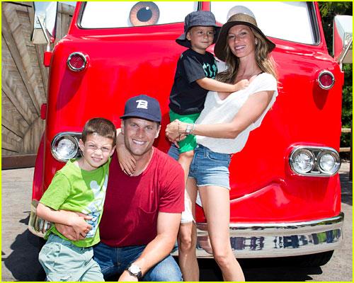 Gisele Bundchen & Tom Brady Plus Their Kids Photo