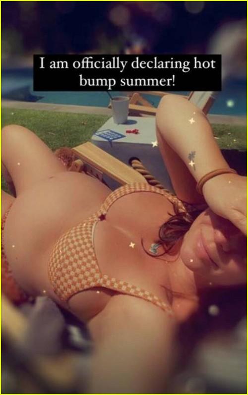 Jennifer Love Hewitt bikini bump