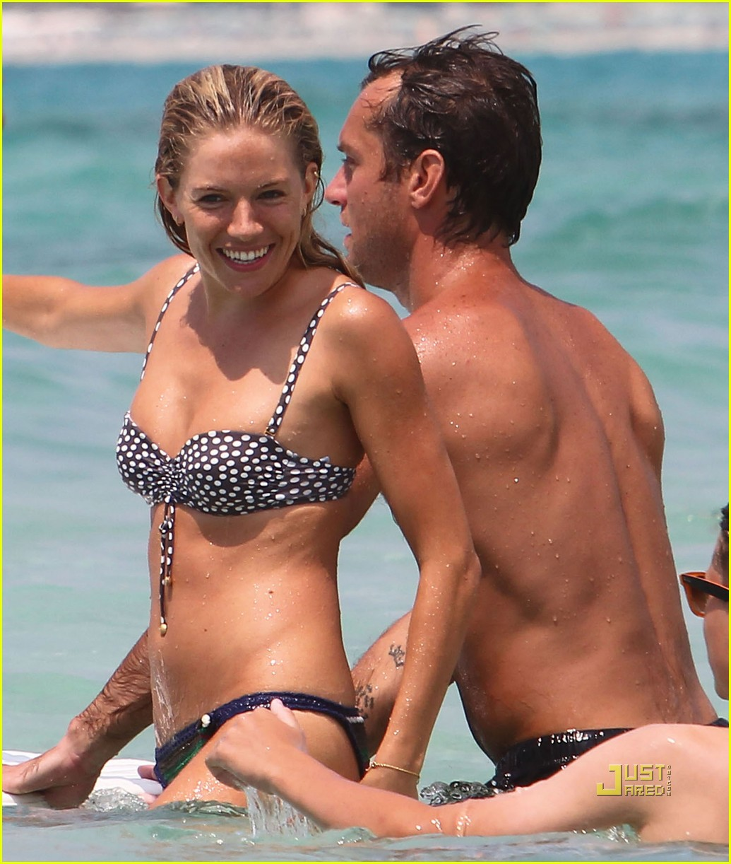 Jude Law: Italy with Sienna Miller and the Kids!: Photo 2467942 | Bikini,  Celebrity Babies, Iris Law, Jude Law, Rafferty Law, Rudy Law, Shirtless, Sienna  Miller Pictures | Just Jared