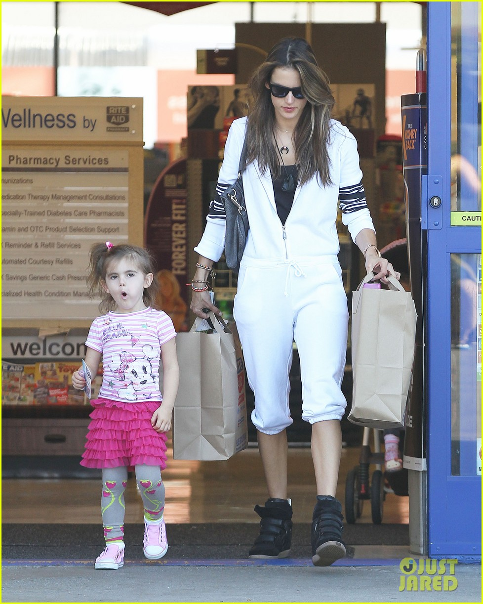 alessandra shops the day away with anja 01