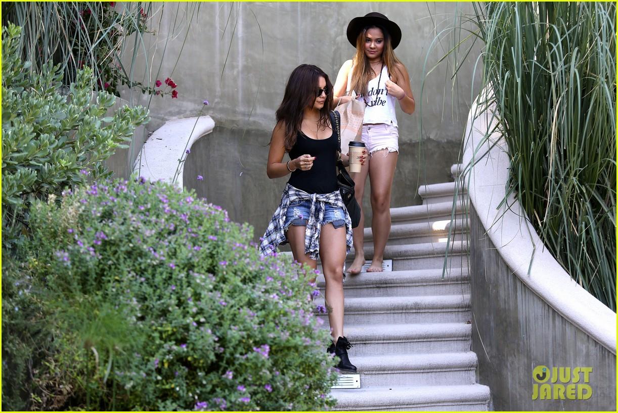 Vanessa Hudgens: 'Sisters Think Alike'!: Photo 2915887 ...