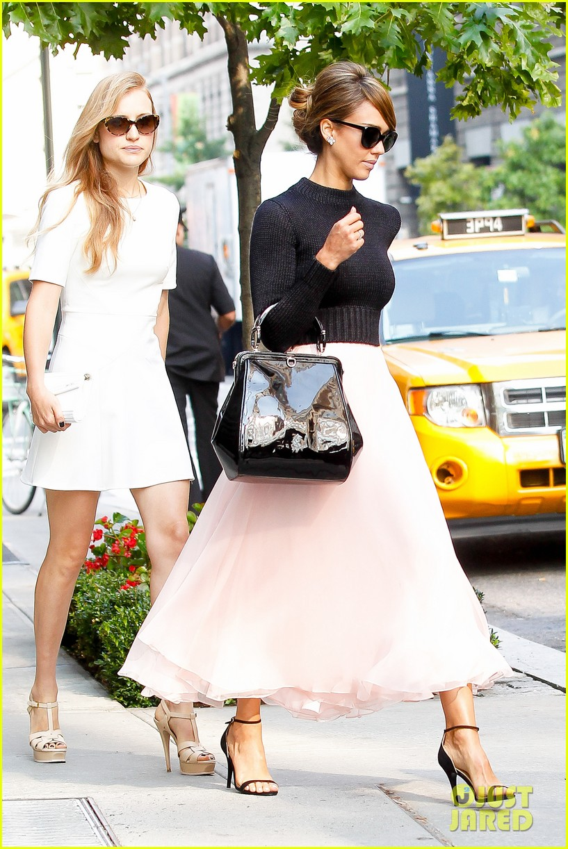 jessica alba nyc exit after ralph lauren fashion show 042951240
