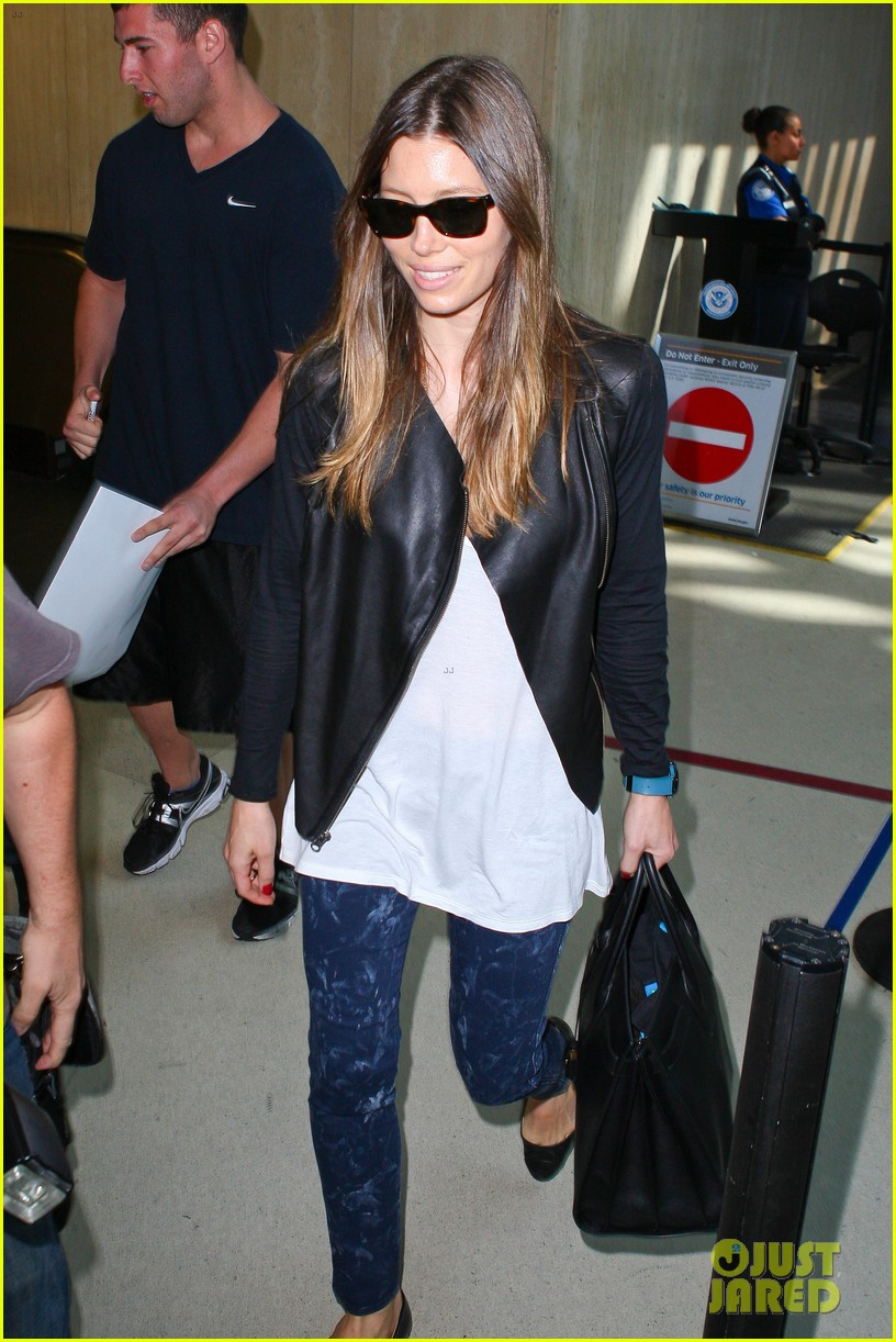 jessica biel officialy changes her last name to timberlake 032950721