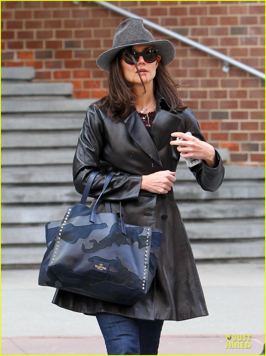 katie holmes i want to be there for suri for a long time 063059916