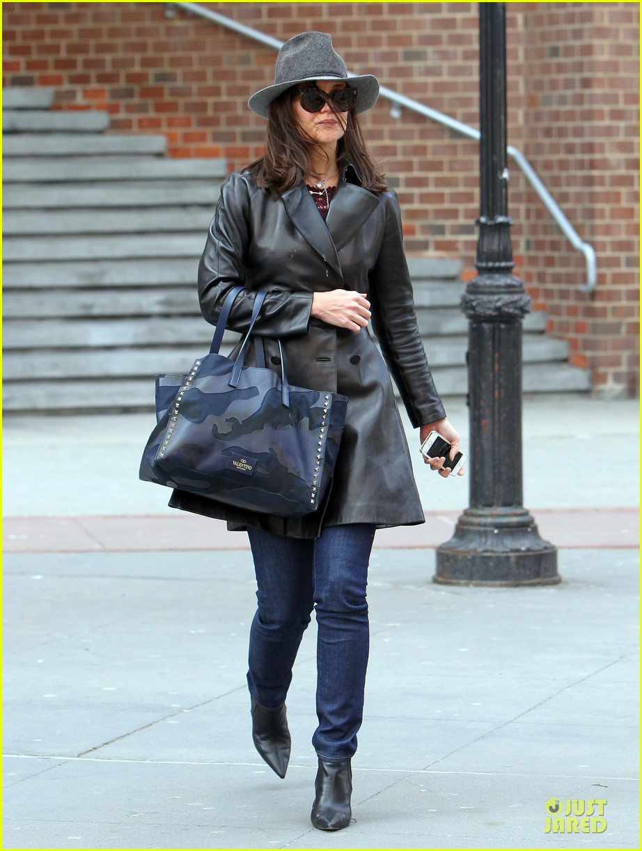 katie holmes i want to be there for suri for a long time 093059919
