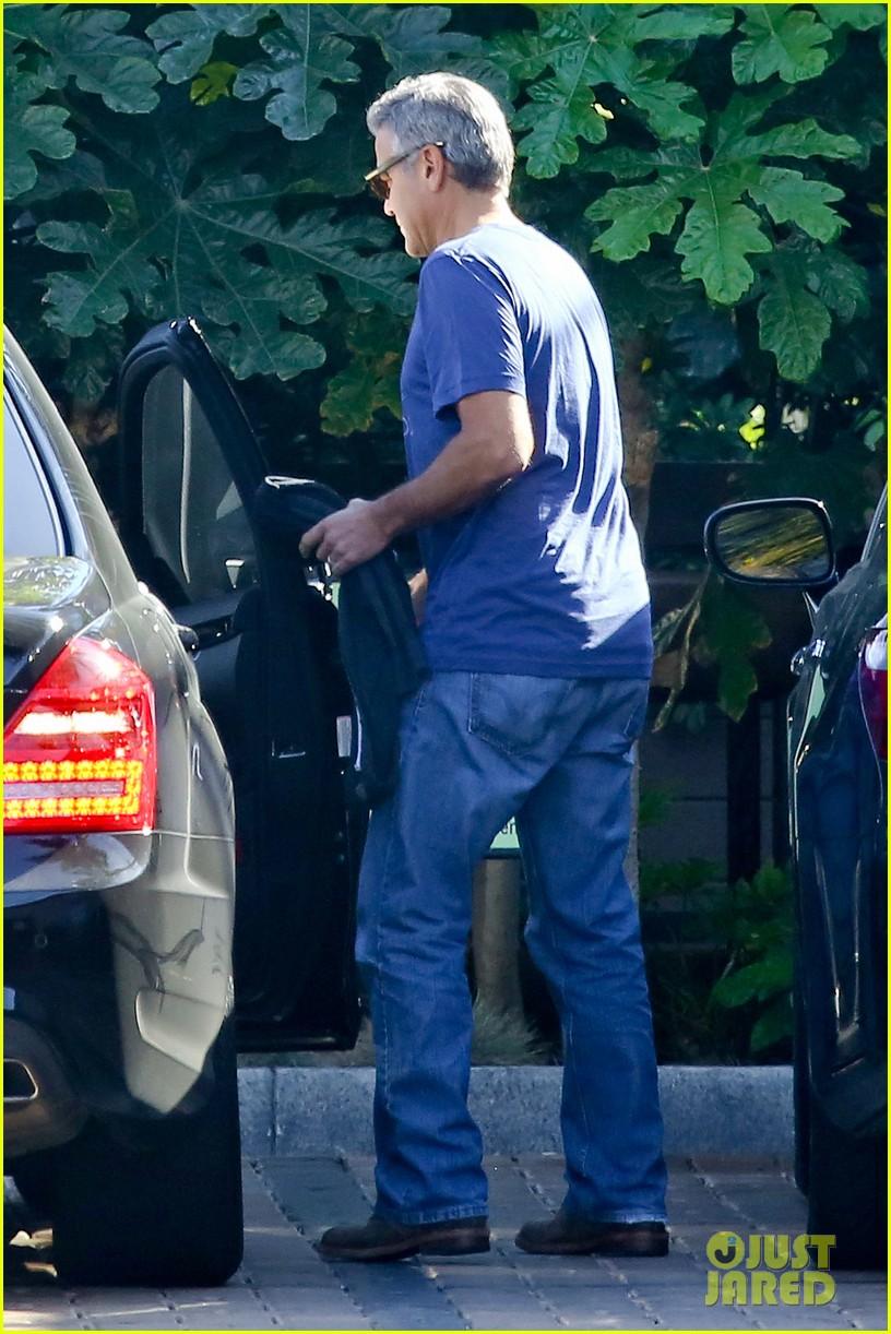 george clooney wears same shirt twice 073225365