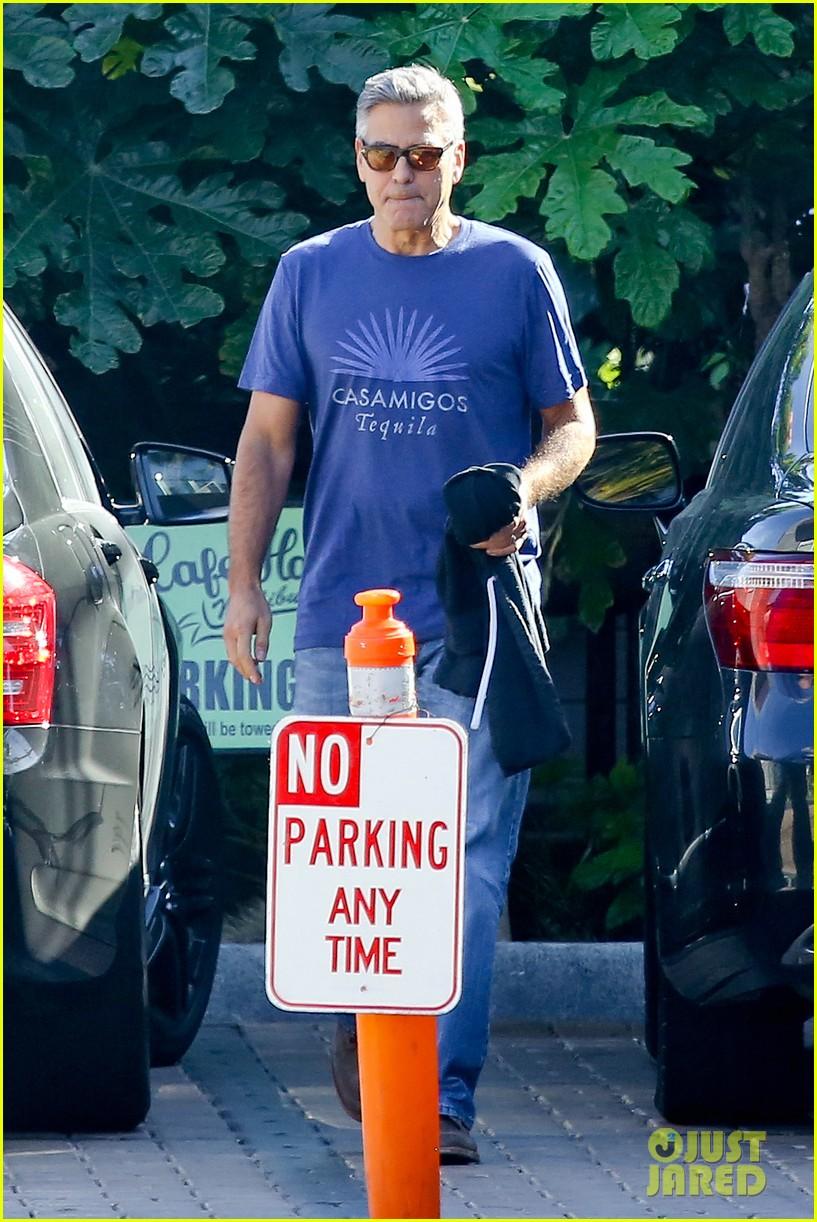 george clooney wears same shirt twice 08