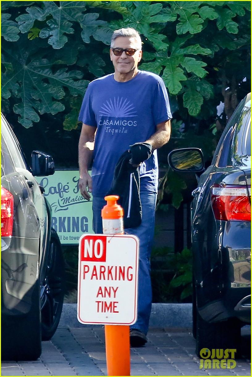george clooney wears same shirt twice 093225367