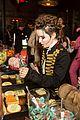 hailee steinfeld kaitlyn dever just jared halloween party 14