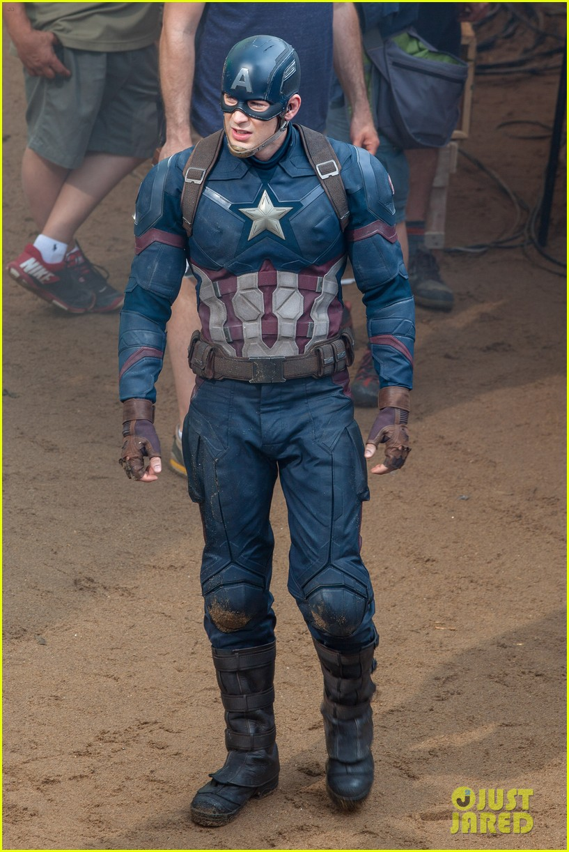 chris evans suits up for captain america 023372818