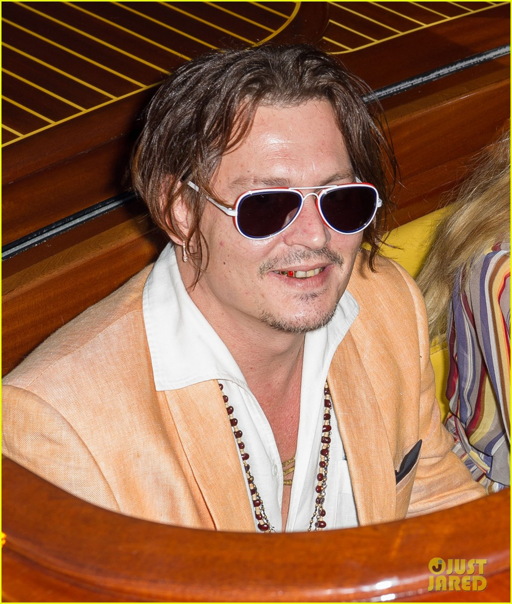 johnny depp amber heard cuddle up for venice boat ride 043454285