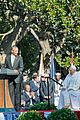 president obama welcomes pope francis to the white house 05