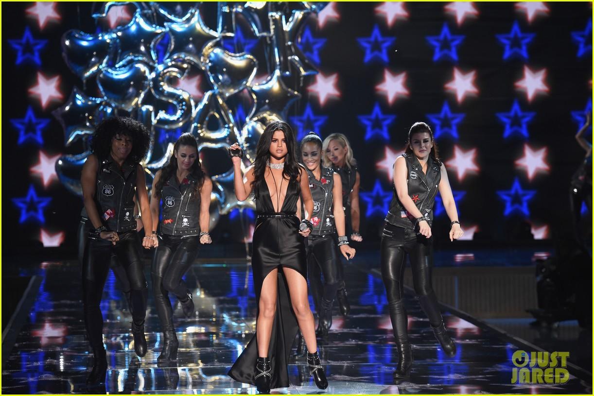 selena gomez performs at victorias secret fashion show 2015 253525692