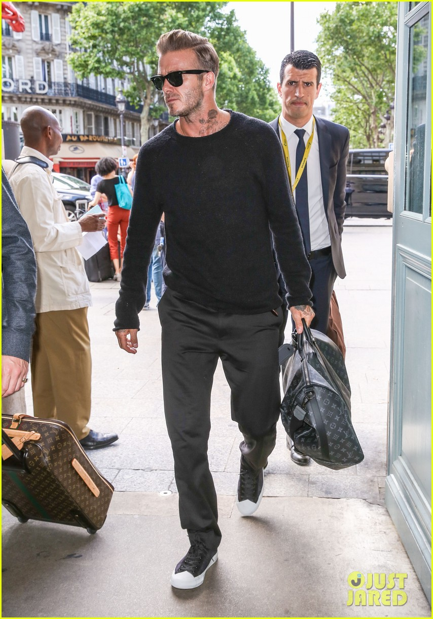David Beckham Gets A Big Smile From Queen Elizabeth Photo David Beckham Queen Elizabeth Victoria Beckham Pictures Just Jared