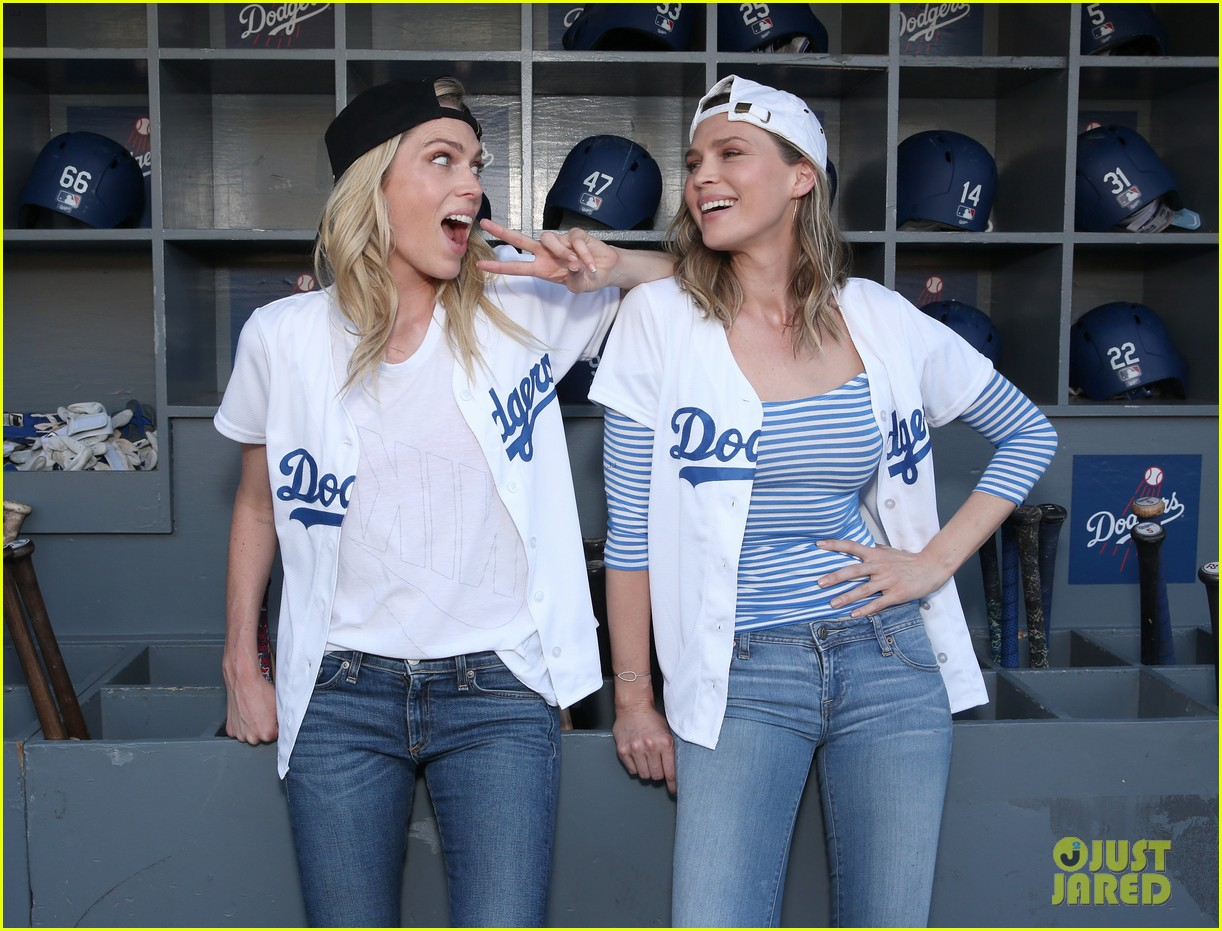 erin sara foster debut new barely famous clips 113688329