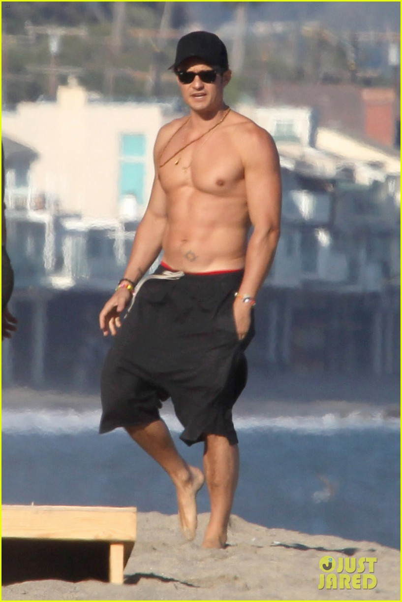 Orlando Blooms Shirtless Beach Day Will Make Your Monday