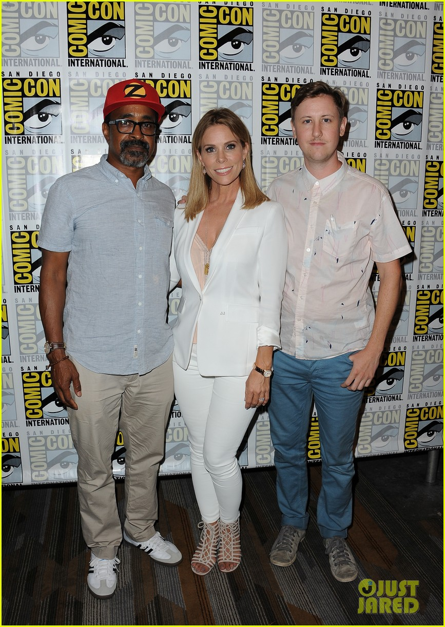 january jones other fox stars promote shows at comic con 033715955