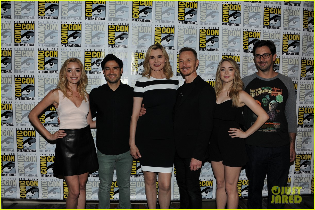 january jones other fox stars promote shows at comic con 043715956