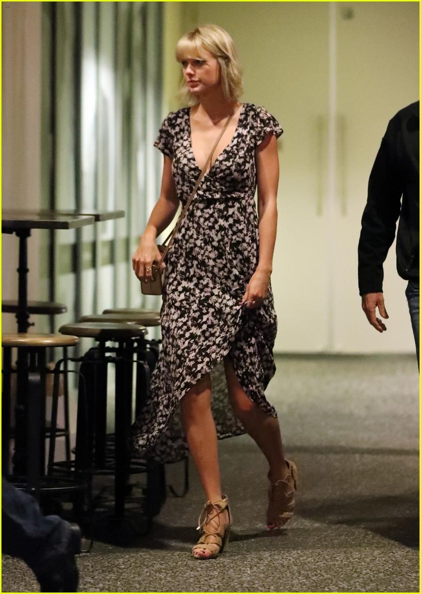 Taylor Swift & Tom Hiddleston Hold Hands on Romantic ...