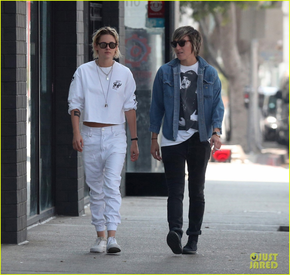 Kristen Stewart & Alicia Cargile Take Their Dog Shopping ...
