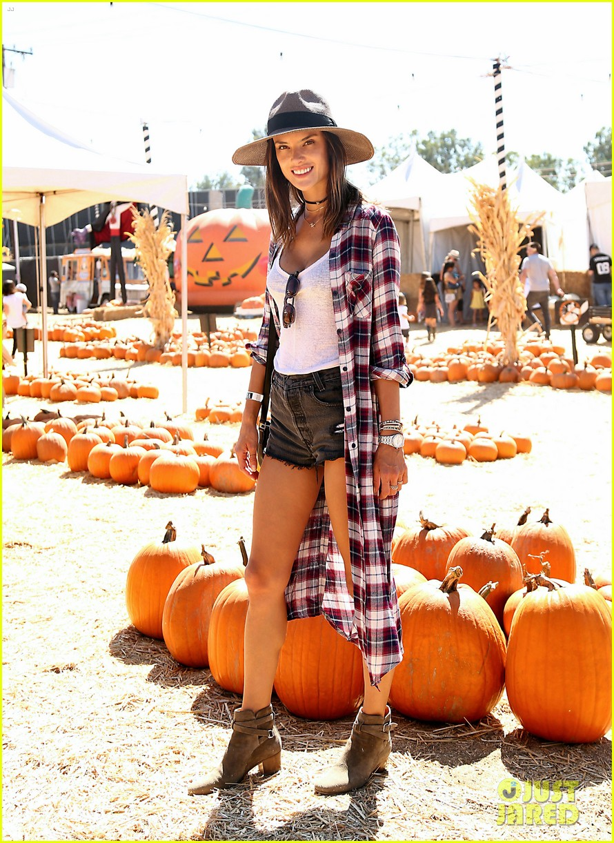 alessandra ambrosio visits a pumpkin patch with her kids 103782601