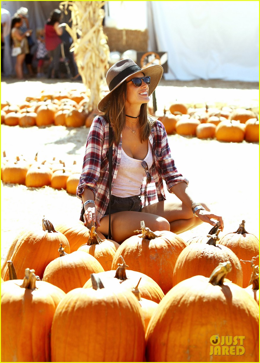 alessandra ambrosio visits a pumpkin patch with her kids 133782604