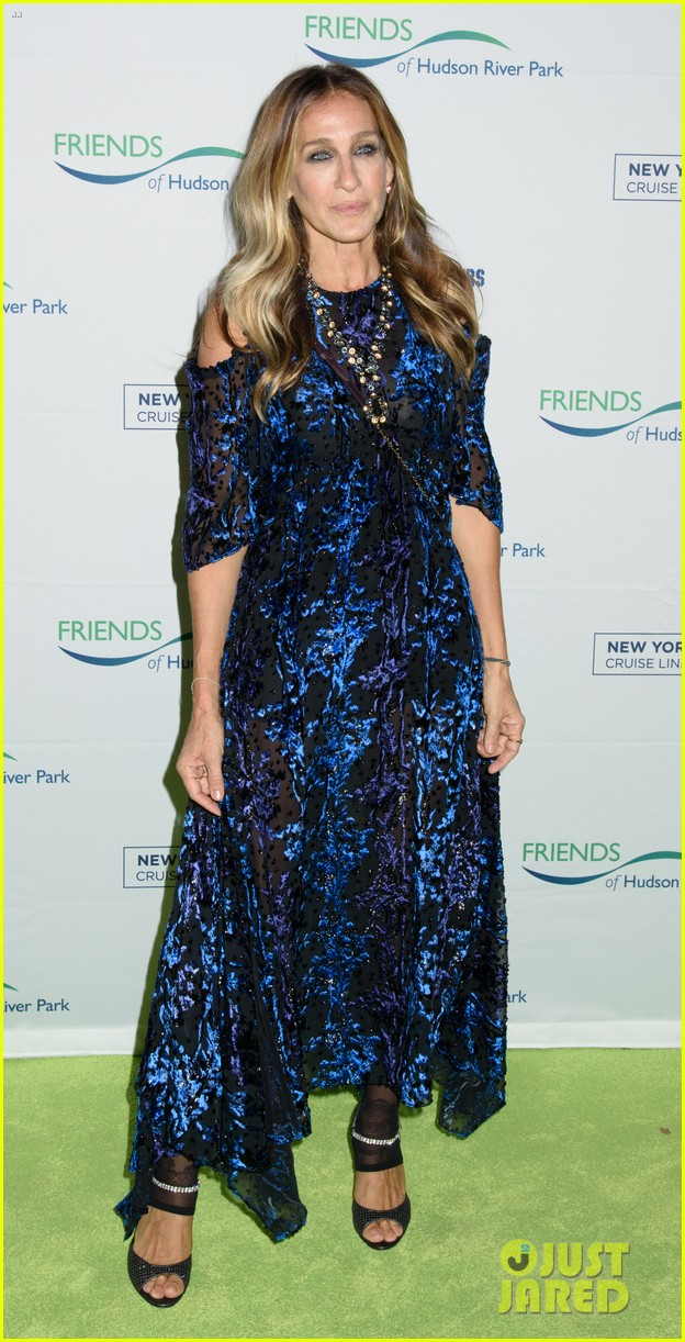 sarah jessica parker says robert downey jr relationship taught her how to love 053785653