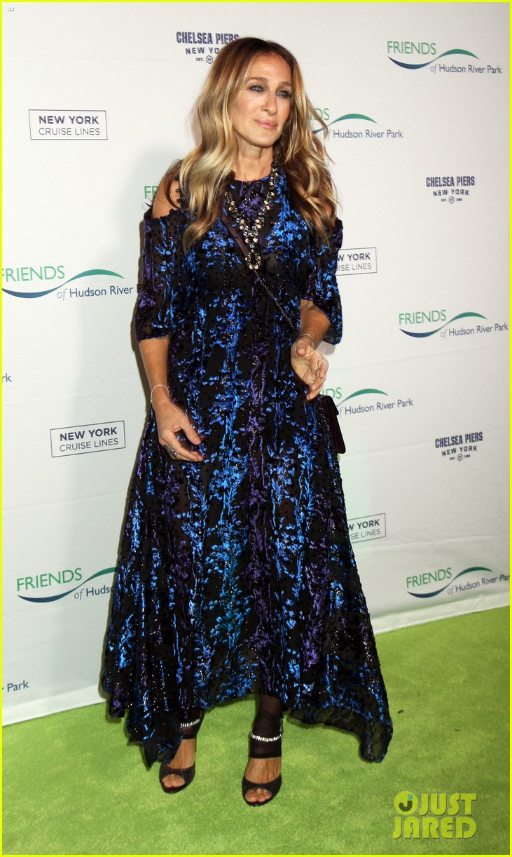 sarah jessica parker says robert downey jr relationship taught her how to love 083785656