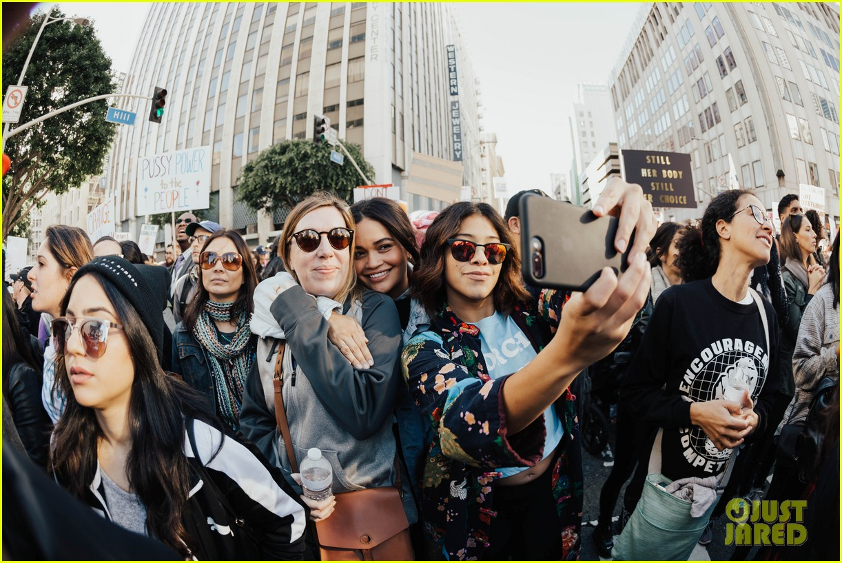 miley cyrus gina rodriguez and barbra streisand stand together at womens march 063845858