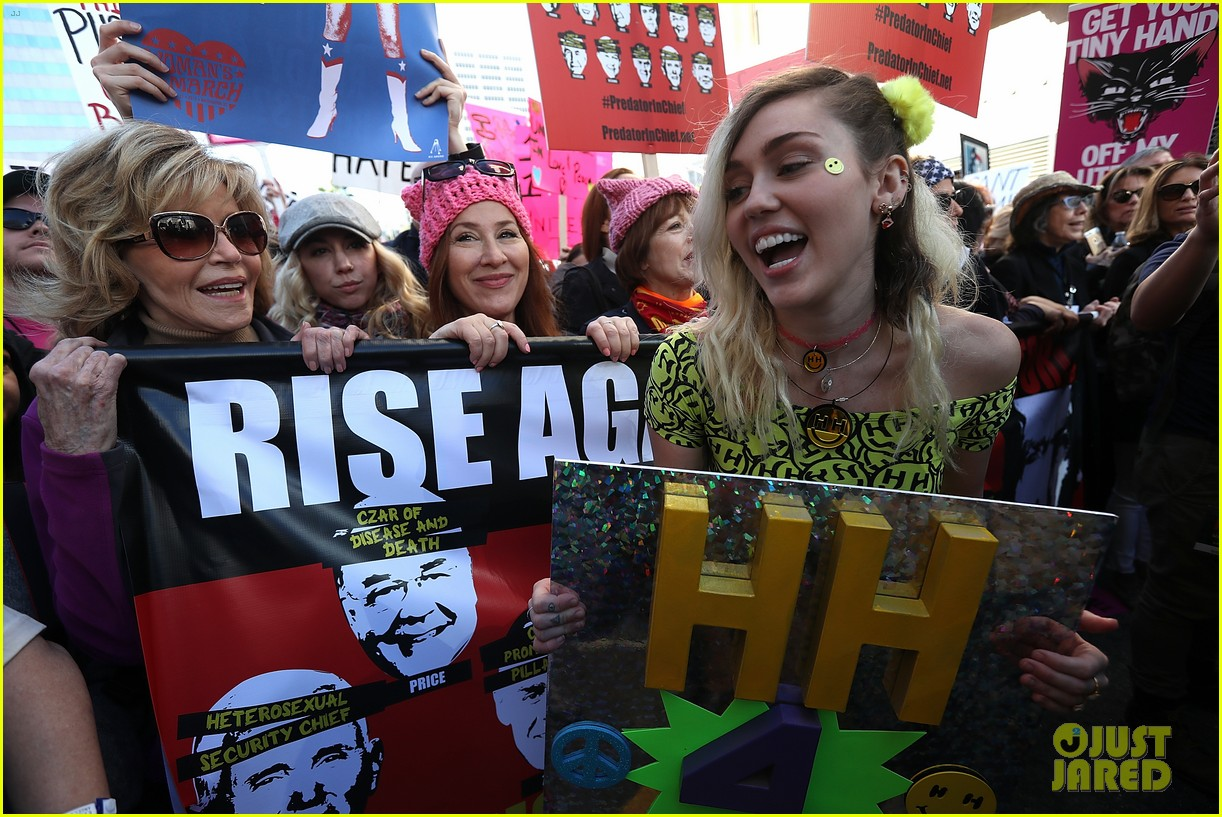 miley cyrus gina rodriguez and barbra streisand stand together at womens march 073845859