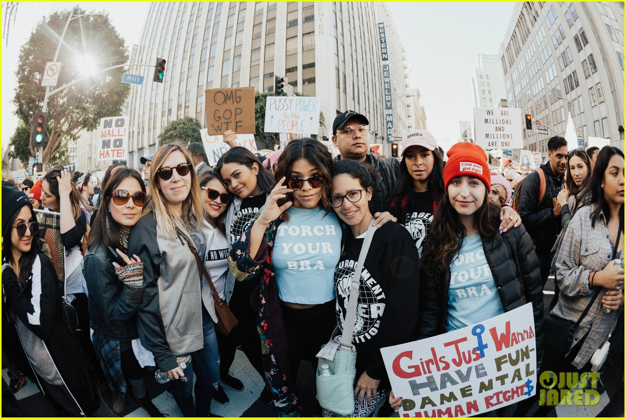 miley cyrus gina rodriguez and barbra streisand stand together at womens march 143845866