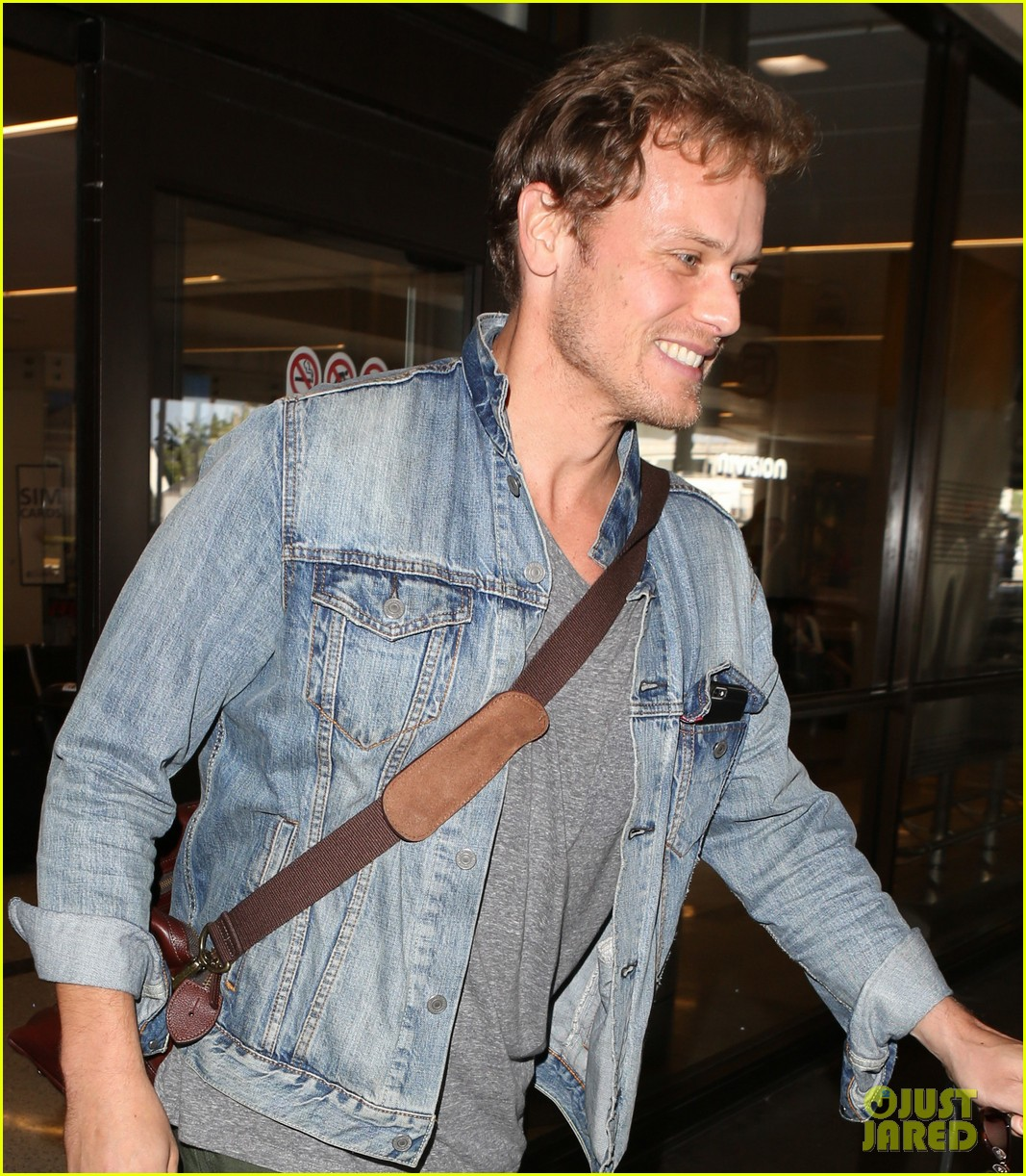 sam heughan greets his fans upon arrival in san diego 043931070