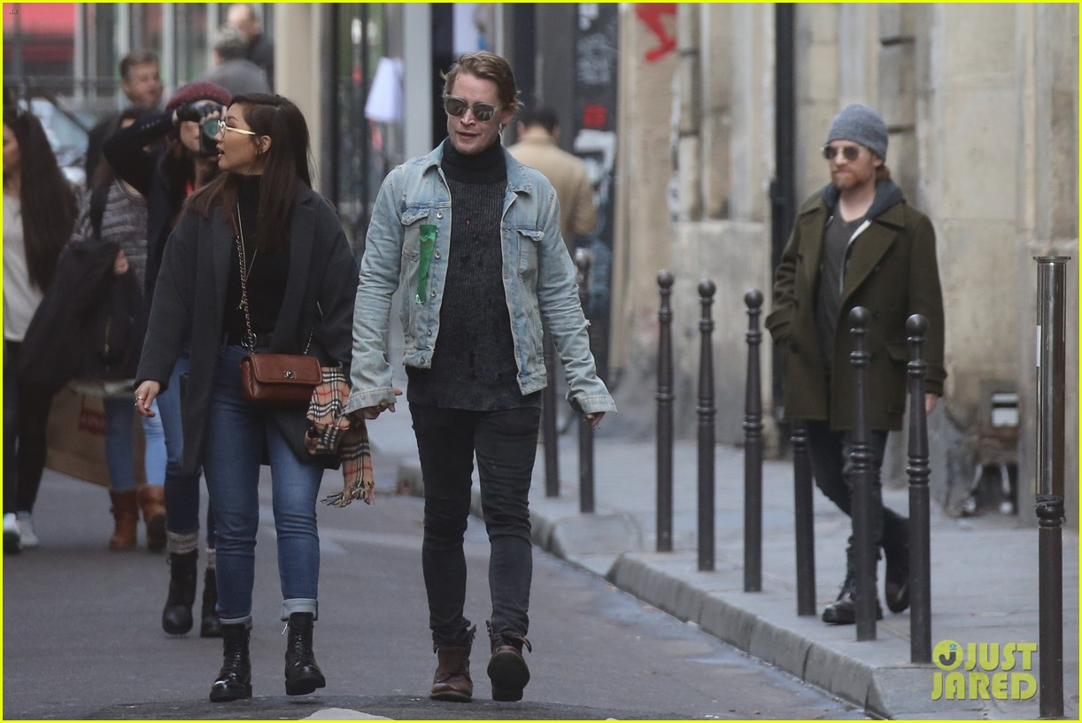 macaulay culkin brenda song cuddle up kiss in new paris photos 373998470