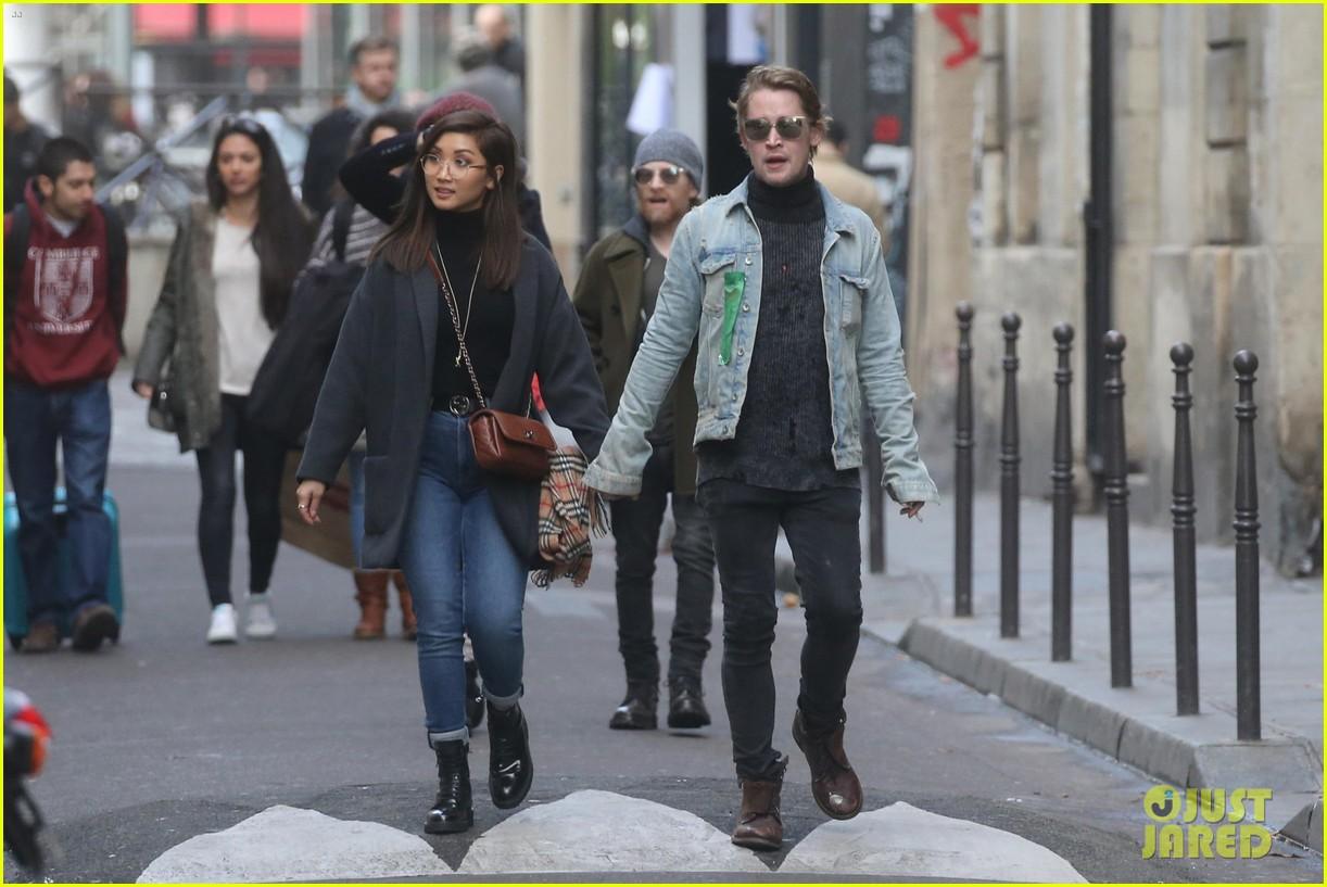 macaulay culkin brenda song cuddle up kiss in new paris photos 383998471