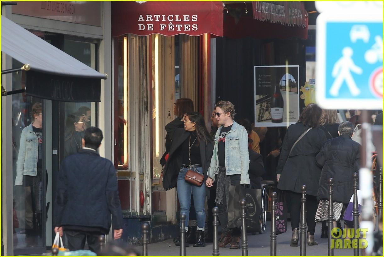 macaulay culkin brenda song cuddle up kiss in new paris photos 393998472