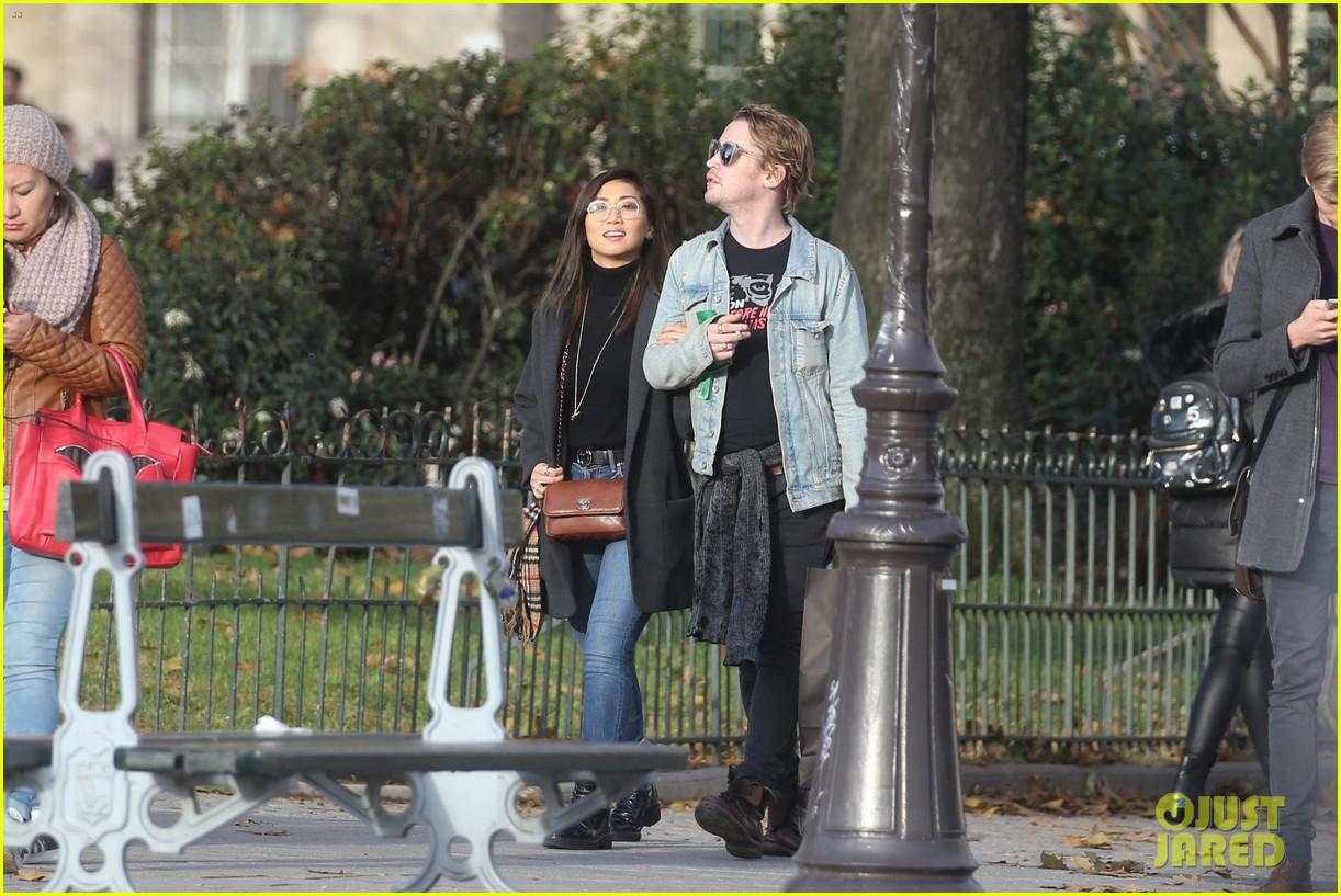 macaulay culkin brenda song cuddle up kiss in new paris photos 493998482