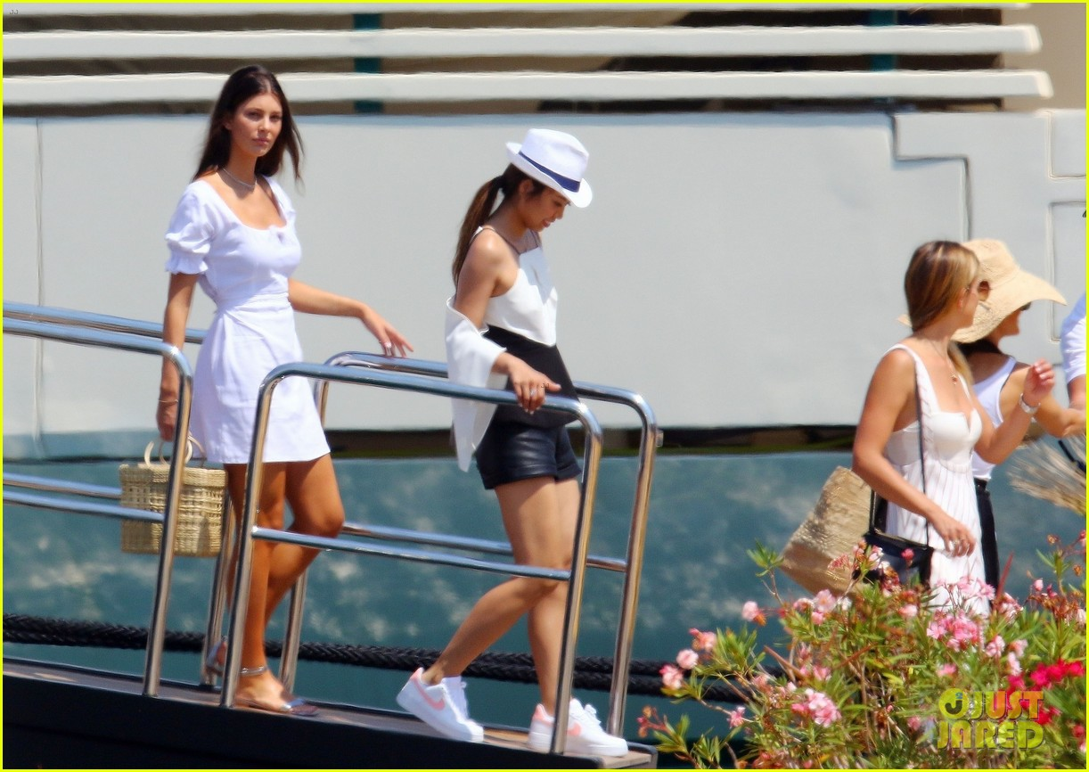 leonardo dicaprio relaxes on a yacht with camila morrone 614123245