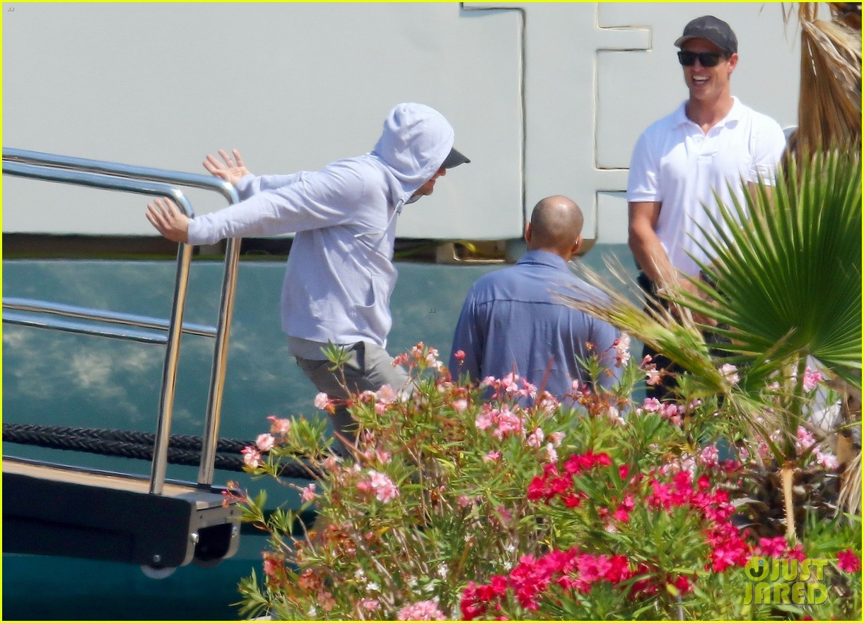 leonardo dicaprio relaxes on a yacht with camila morrone 644123248