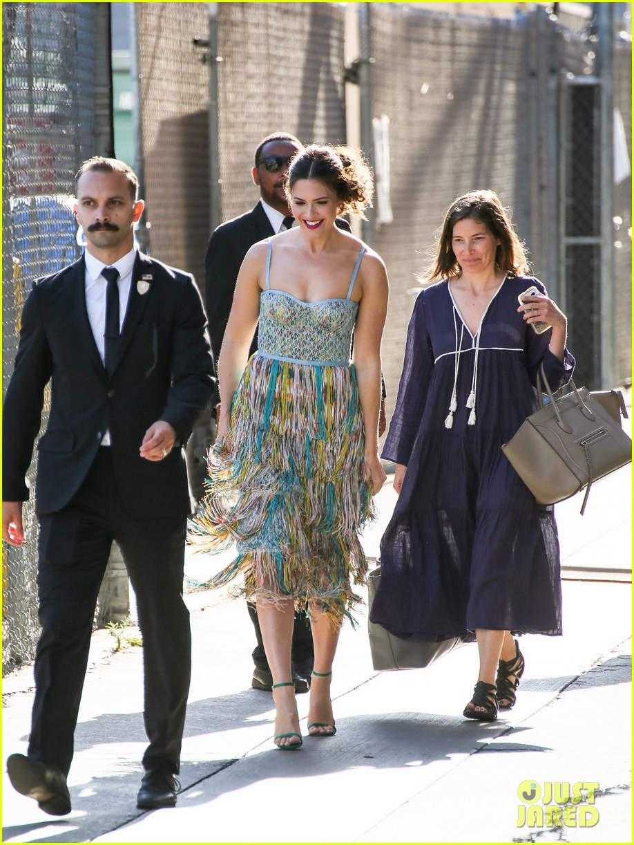 mandy moore reveals she knows the end to this is us 024120316