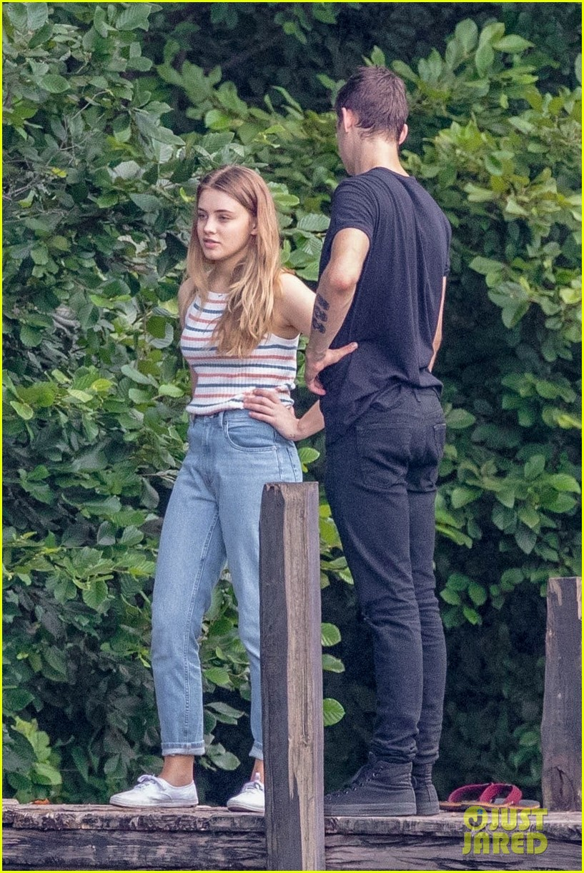 After Movie Set Photos Josephine Langford Hero Fiennes Tiffin Film On A Dock Photo 4125872 After Hero Fiennes Tiffin Josephine Langford Movies Pictures Just Jared