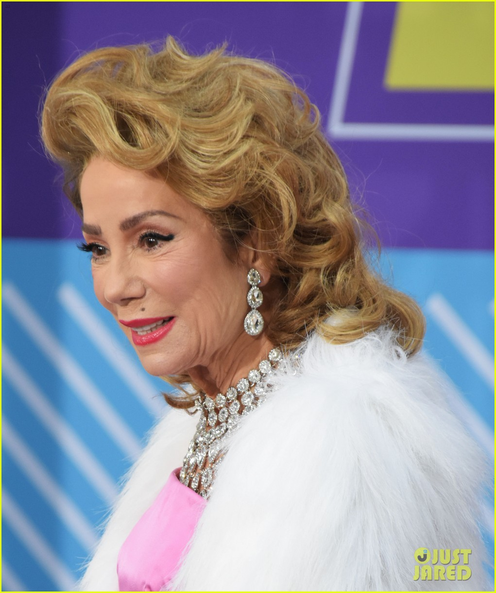 today show hosts show off their 80s inspired halloween costumes 194173875