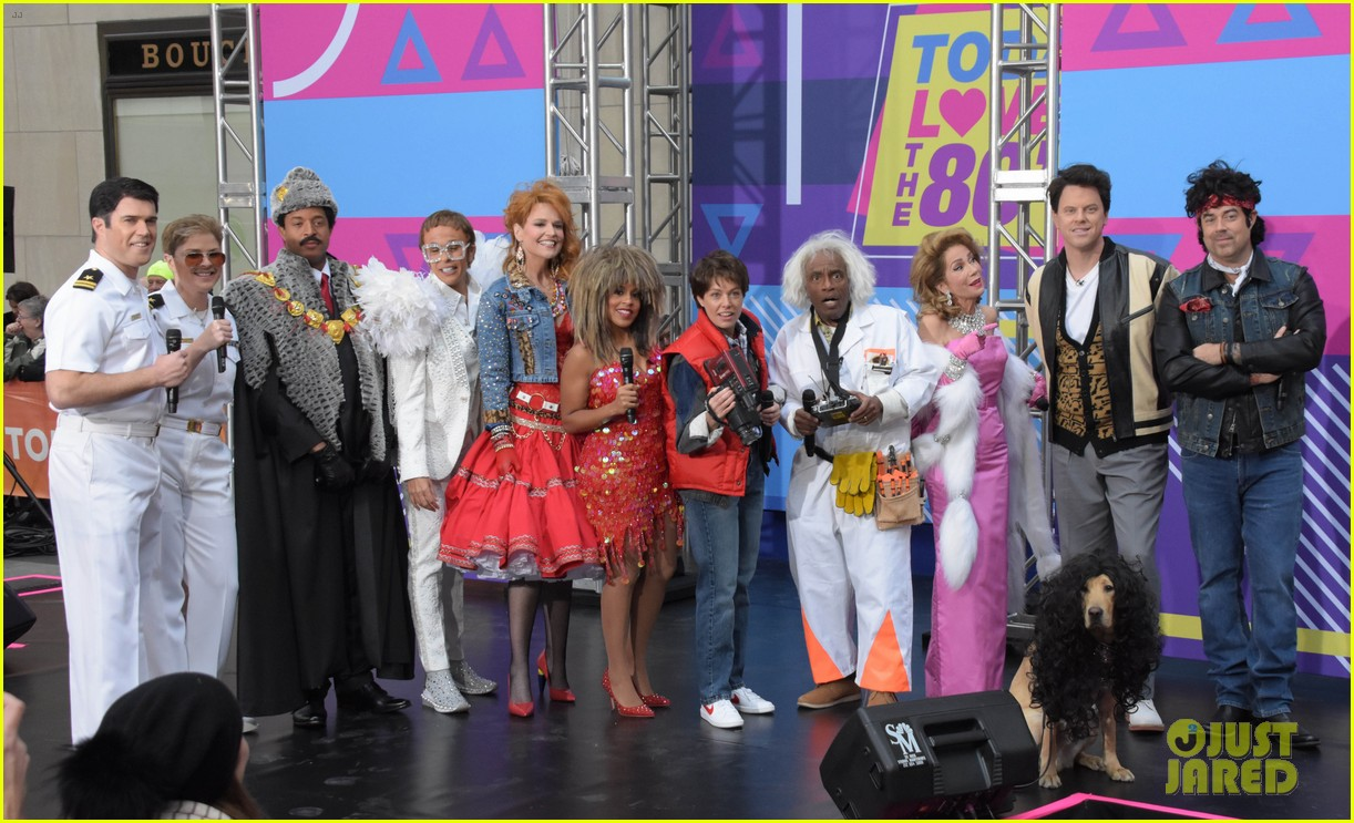 today show hosts show off their 80s inspired halloween costumes 234173879