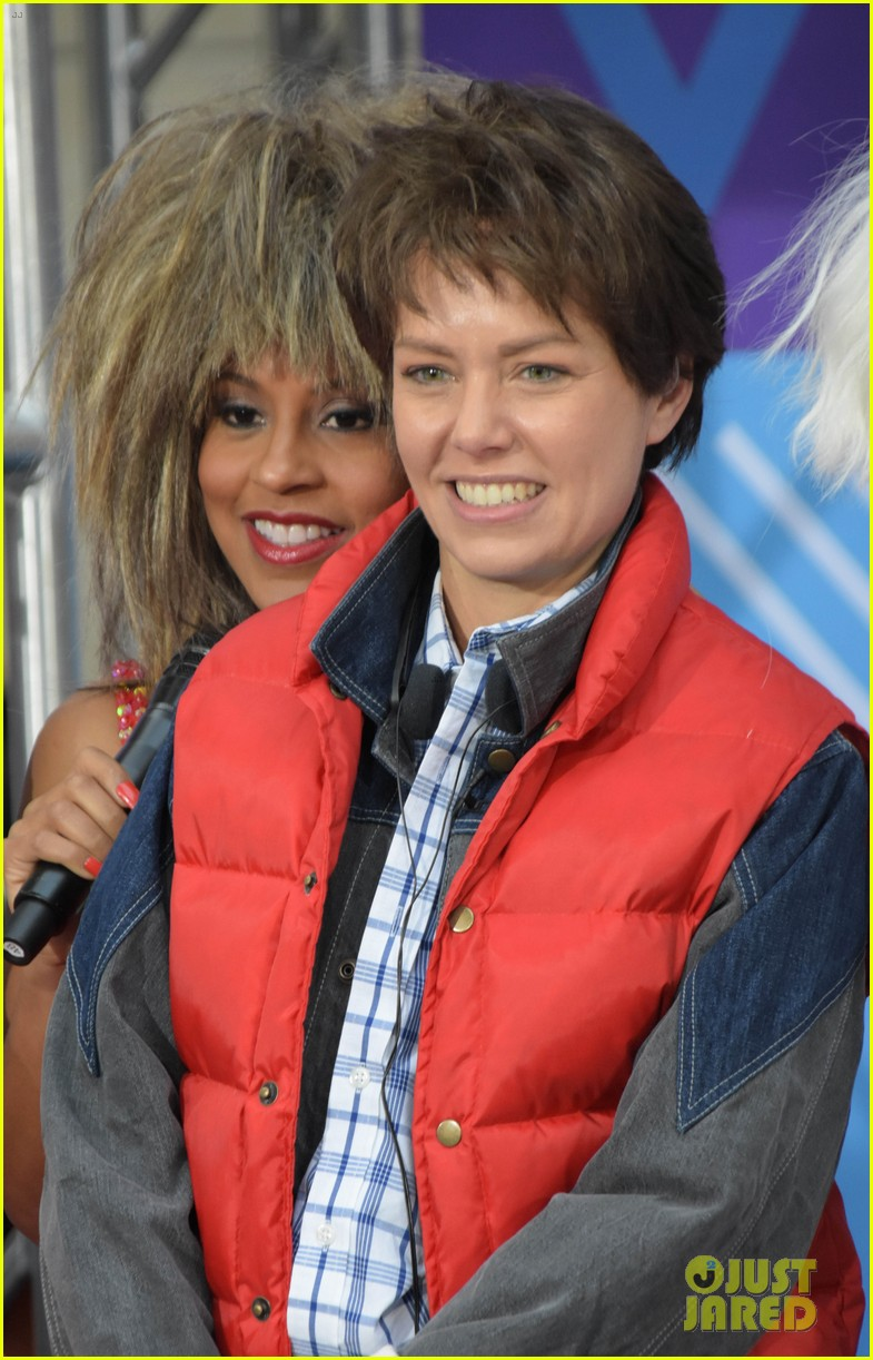 today show hosts show off their 80s inspired halloween costumes 254173881
