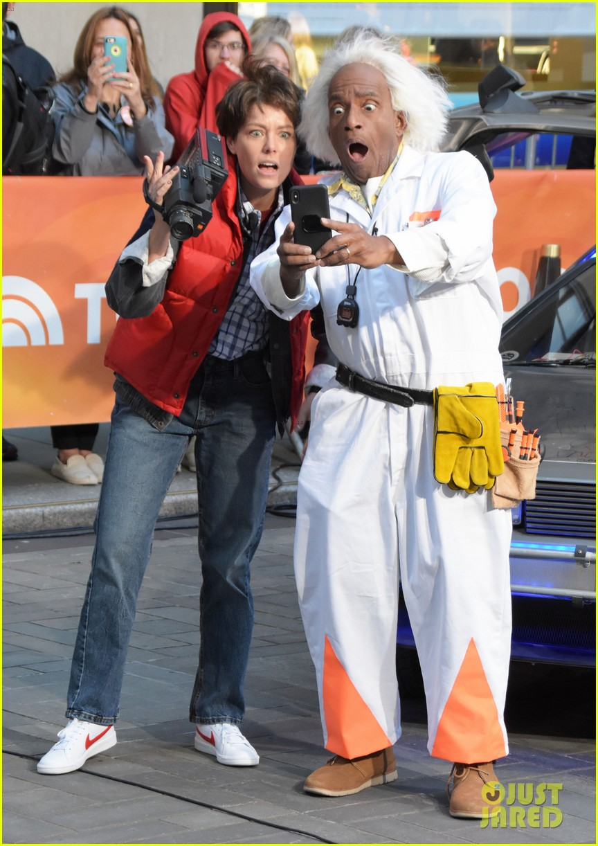 today show hosts show off their 80s inspired halloween costumes 314173887
