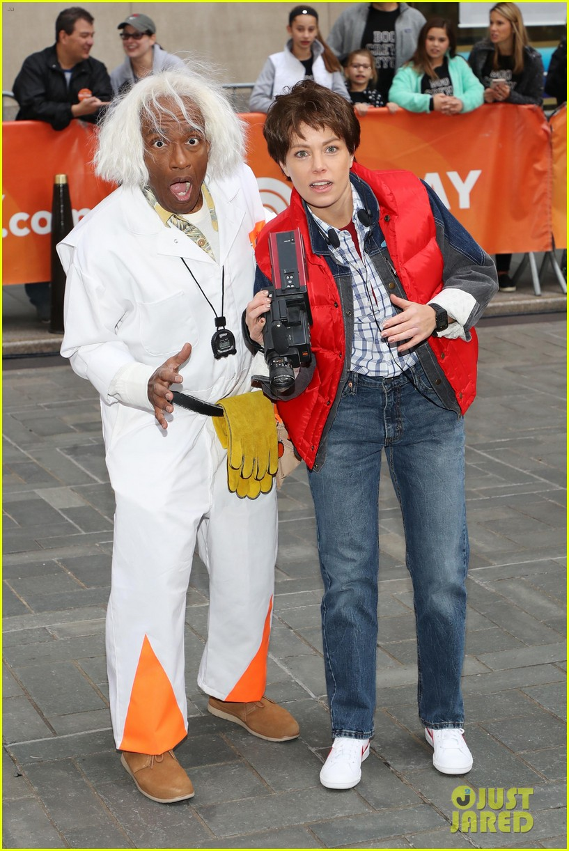 today show hosts show off their 80s inspired halloween costumes 374173893