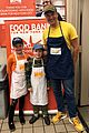 nick cannon david burtka their kids dish out thanksgiving meals 03