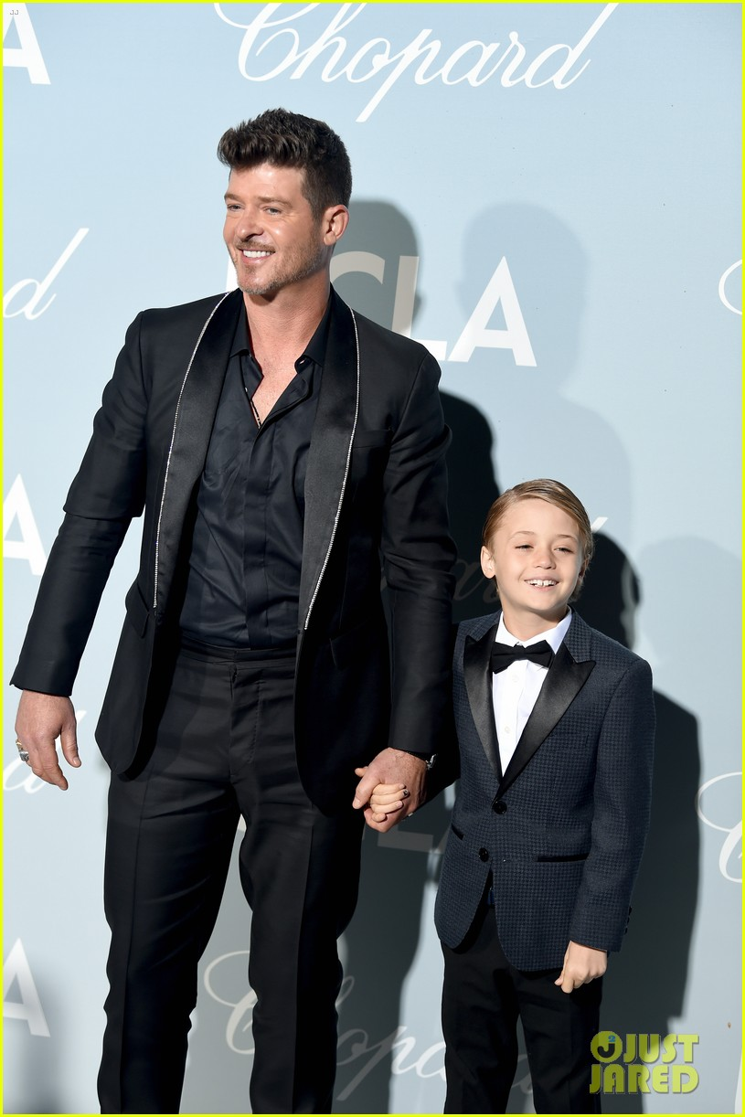 robin thicke brings julian to hollywood for science gala 044242646