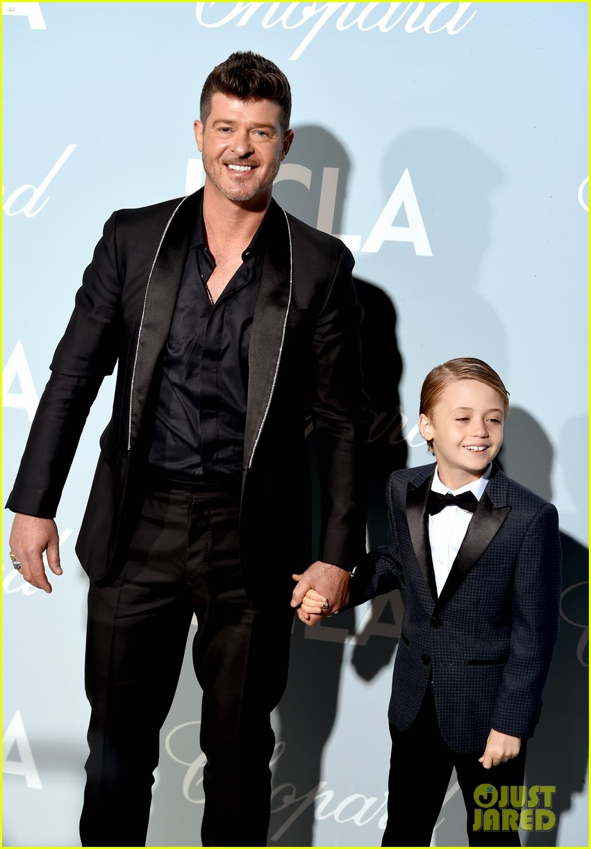 robin thicke brings julian to hollywood for science gala 124242654