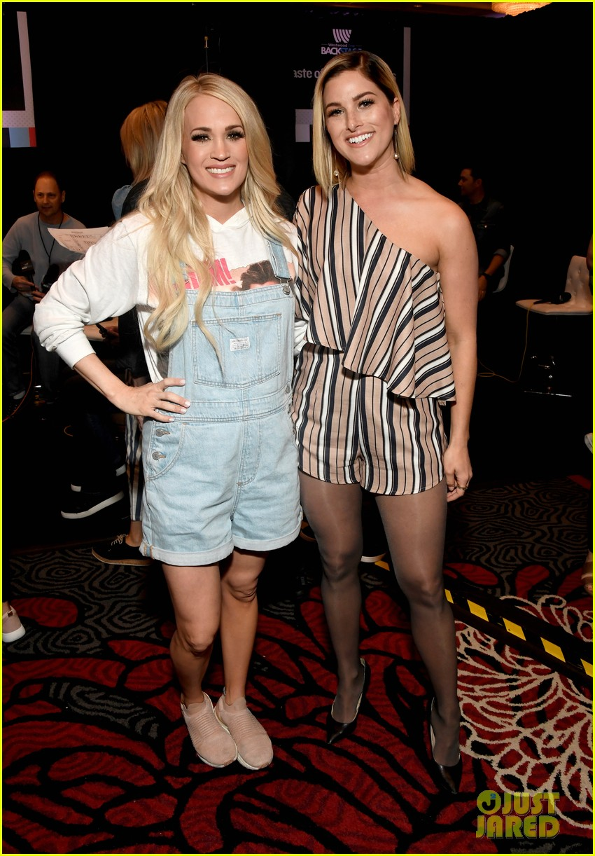 carrie underwood gets ready for acm awards 014268248