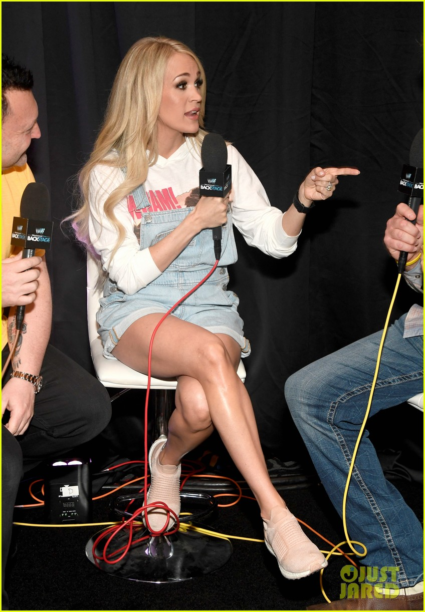 carrie underwood gets ready for acm awards 034268250